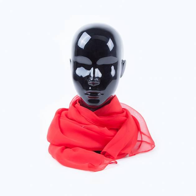 Воздушный шарф алого цвета
