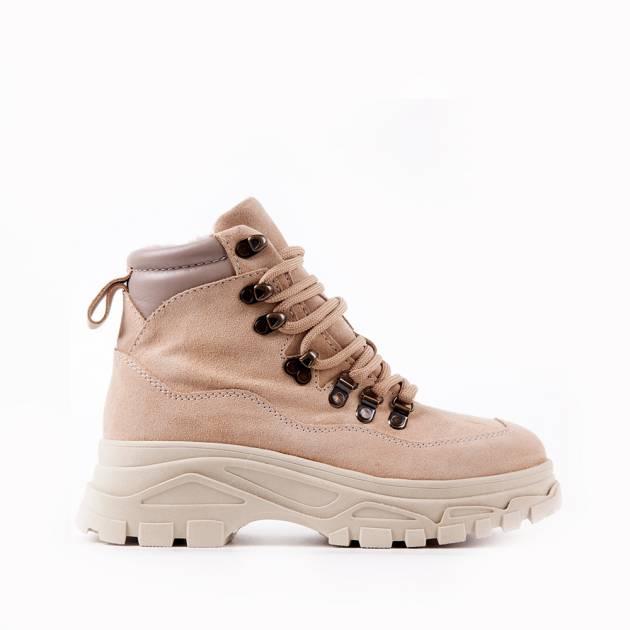 Ботинки из замши бежевого цвета на комфортной подошве