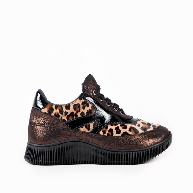 Кроссовки из натуральной кожи с леопардовой вставкой из кожи пони