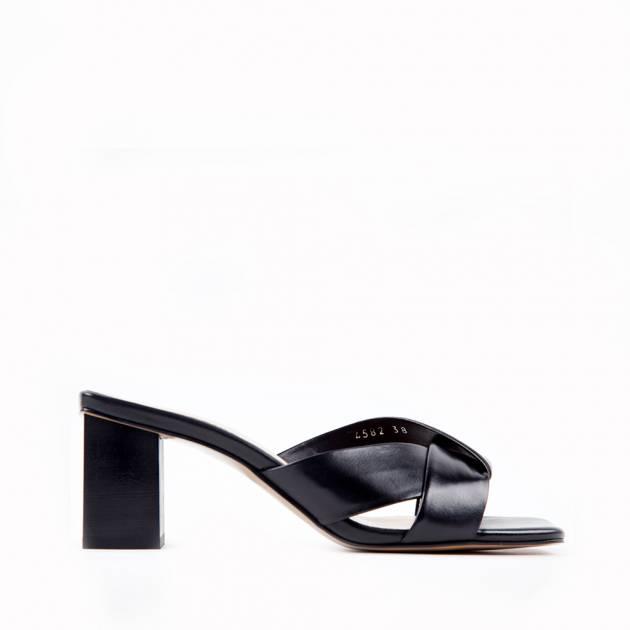 Мюли из кожи чёрного цвета на невысоком каблуке