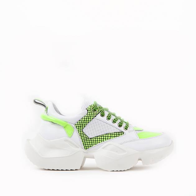 Кроссовки из кожи белого цвета с ярко-зелеными вставками