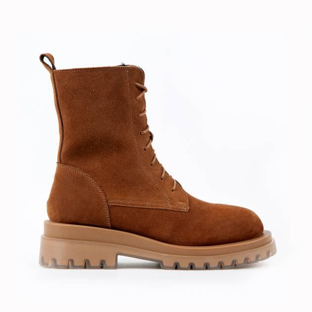 Ботинки из замши светло-коричневого цвета на шнуровке