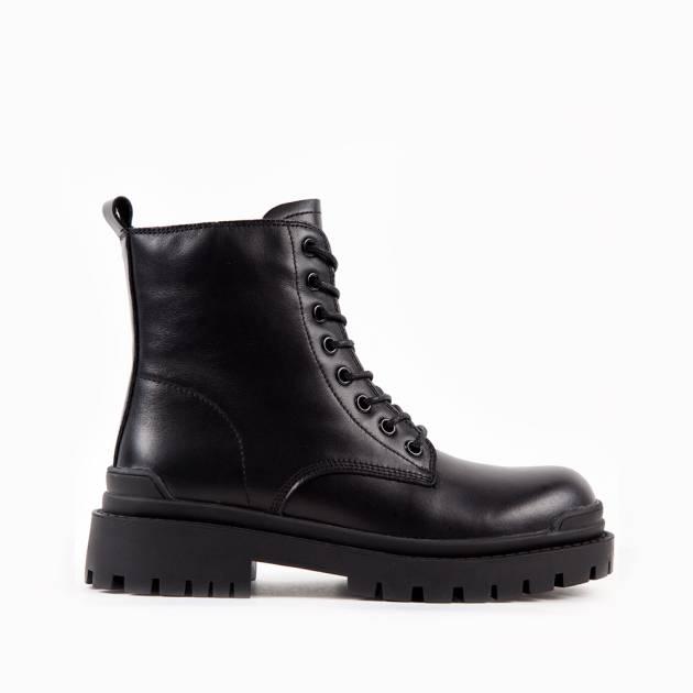 Демисезонные ботинки из кожи чёрного цвета на шнуровке