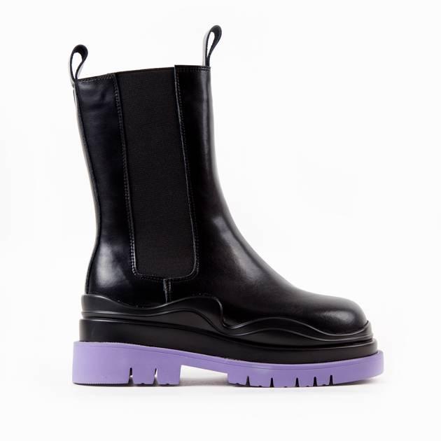 Ботинки из кожи чёрного цвета с боковыми резинками и контрастной подошвой
