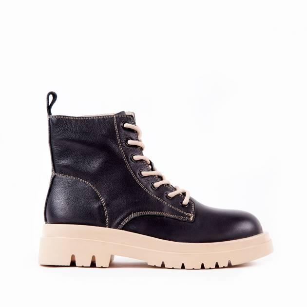 Ботинки из кожи чёрного цвета на контрастной подошве