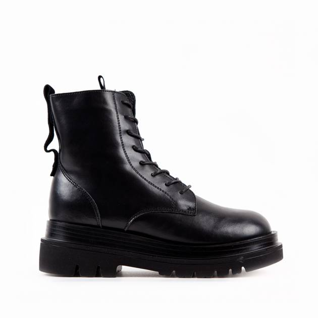 Зимние ботинки из кожи чёрного цвета на шнуровке