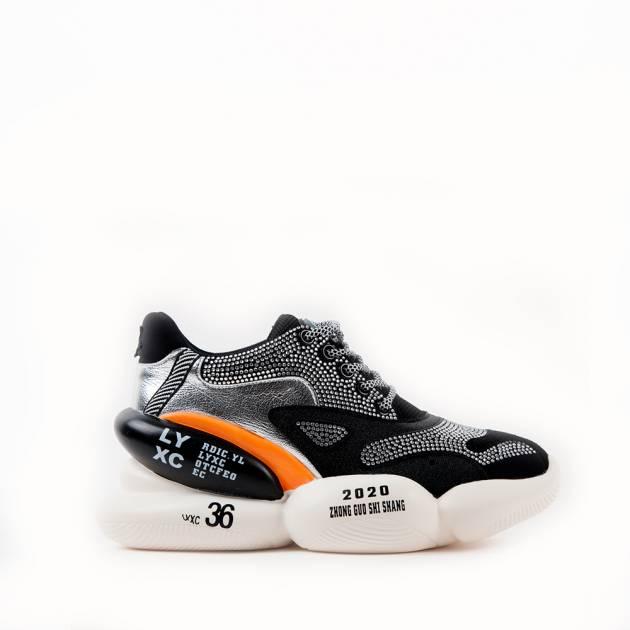 Кроссовки на объемной подошве черного цвета