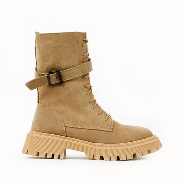 Высокие ботинки из замши бежевого цвета на шнуровке
