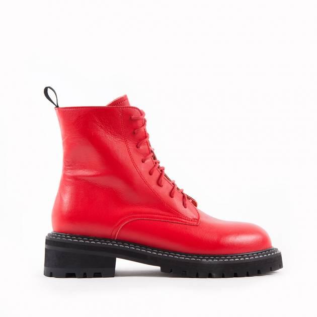 Ботинки из кожи ярко-красного цвета на тракторной подошве