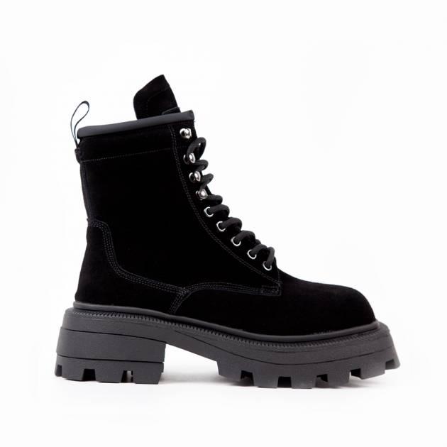 Ботинки из замши чёрного цвета на тракторной подошве