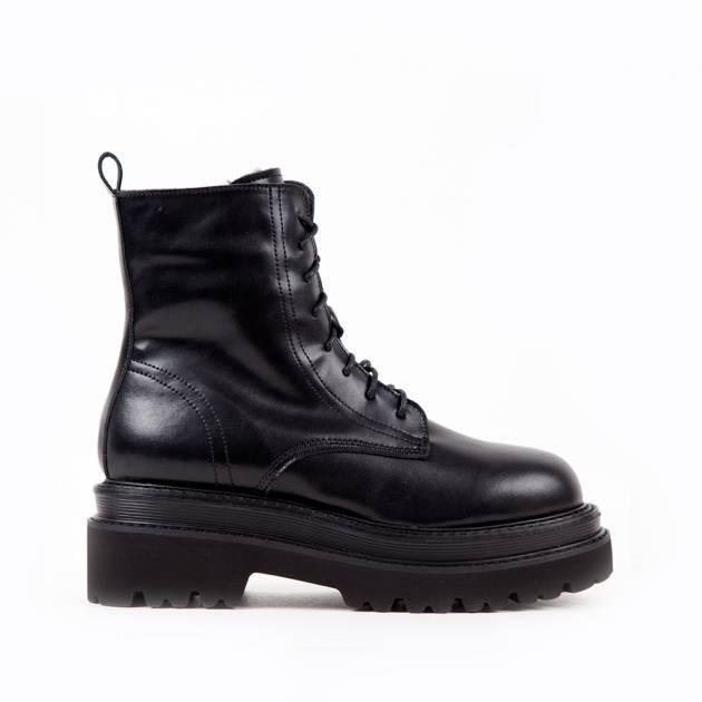 Ботинки из кожи чёрного цвета на шнуровке и высокой подошве