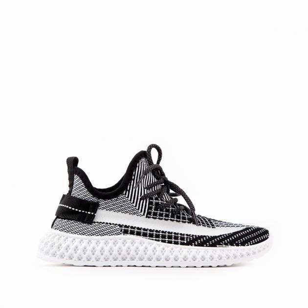 Легкие кроссовки из текстиля черного цвета