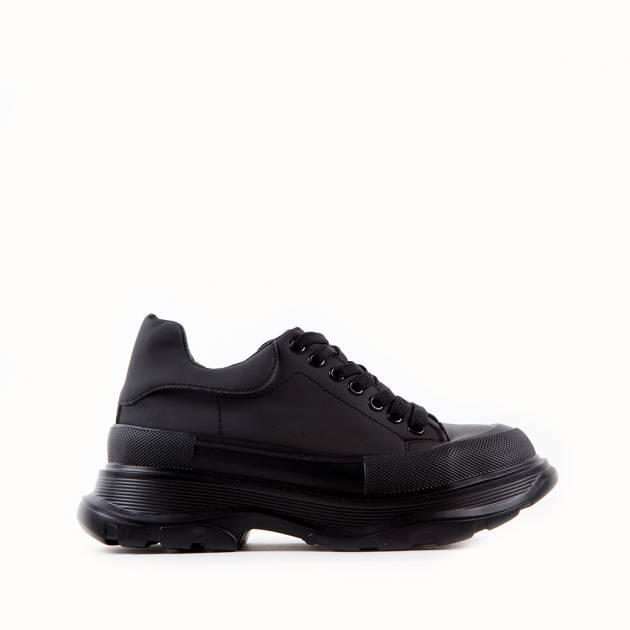 Массивные кроссовки на мягкой,  тракторной подошве из матового материала черного цвета