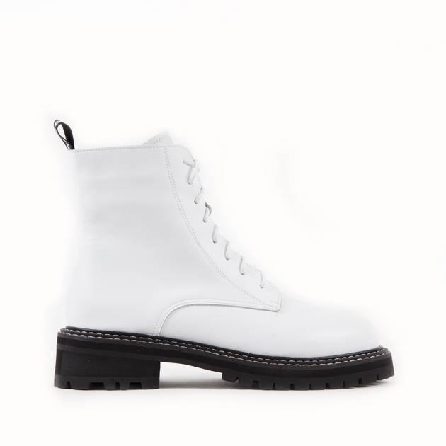 Ботинки из кожи белого цвета на контрастной подошве с протектором