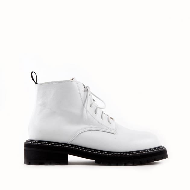 Ботинки из кожи белого цвета на шнуровке
