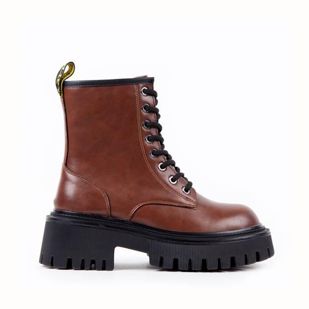 Ботинки из кожи коричнево-рыжего цвета на подошве с протектором