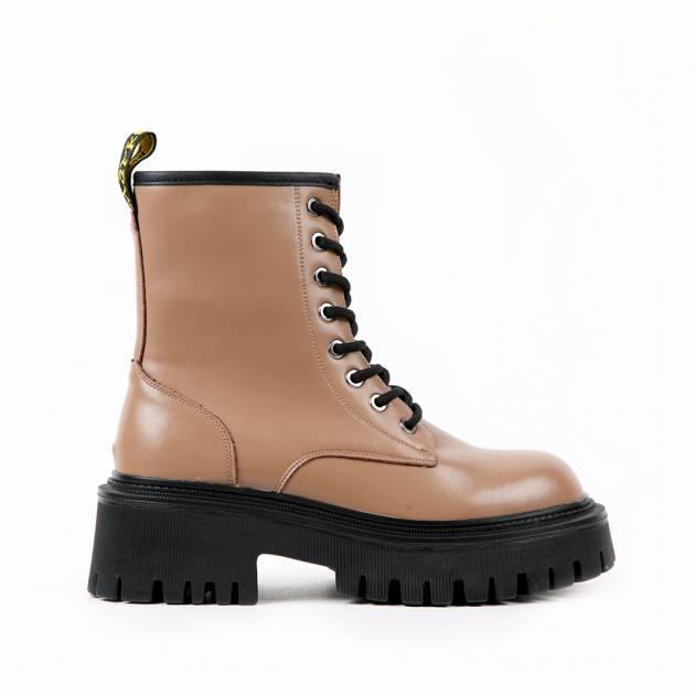 Ботинки из кожи кофейного цвета на подошве с протектором
