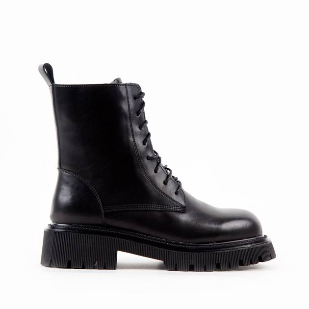 Ботинки из кожи чёрного цвета на шнуровке