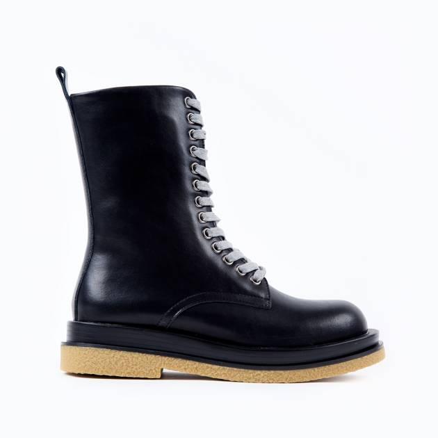 Высокие ботинки из кожи чёрного цвета на шнуровке