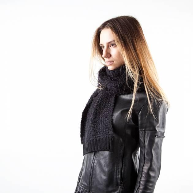 Шерстяной шарф чёрного цвета с длинным ворсом