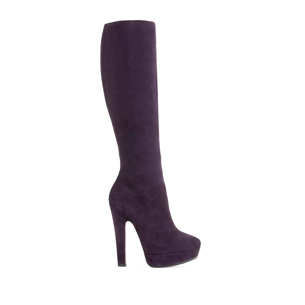 Замшевые сапоги с мехом аметистового цвета на высоком каблукеСапоги женские<br><br>Материал верха: Замша<br>Материал подкладки: Евромех<br>Материал подошвы: Кожа + Rubber<br>Цвет: Фиолетовый<br>Высота каблука: 13 см<br>Дизайн: Италия<br>Страна производства: Китай<br><br>Высота каблука: 13 см<br>Материал верха: Замша<br>Материал подкладки: Евромех<br>Цвет: Фиолетовый<br>Пол: Женский<br>Вес кг: 2.34000000<br>Размер: 39**
