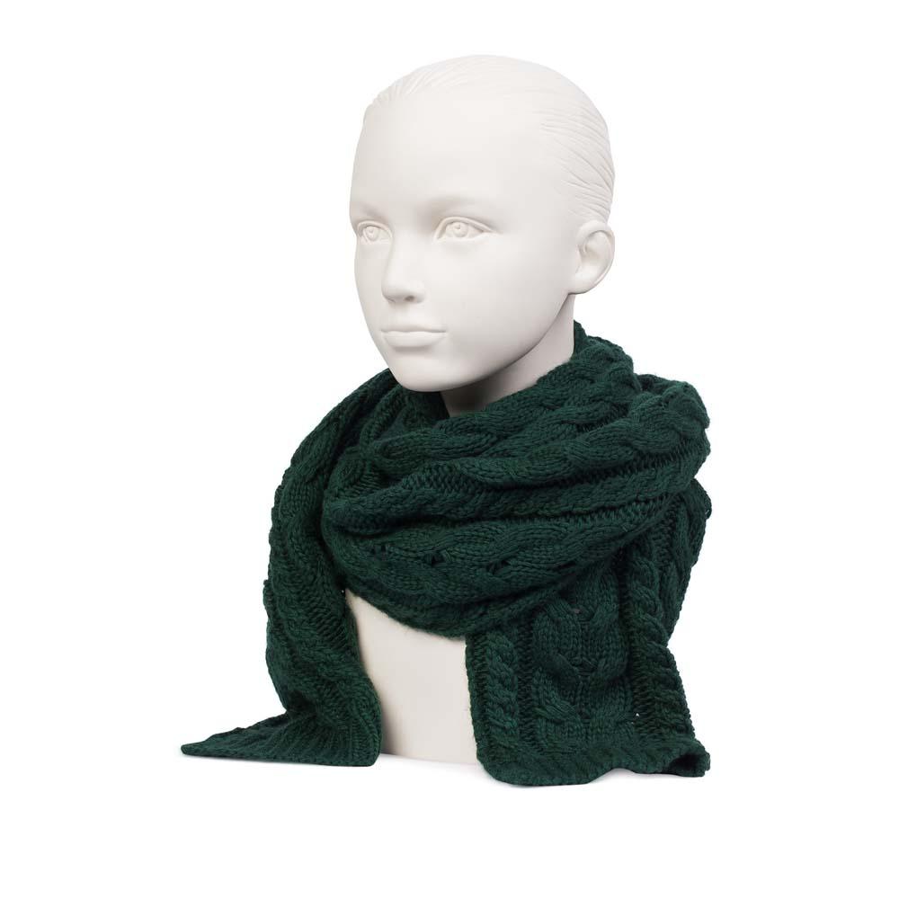 Шерстяной шарф темно-зеленого цвета с объемным узором