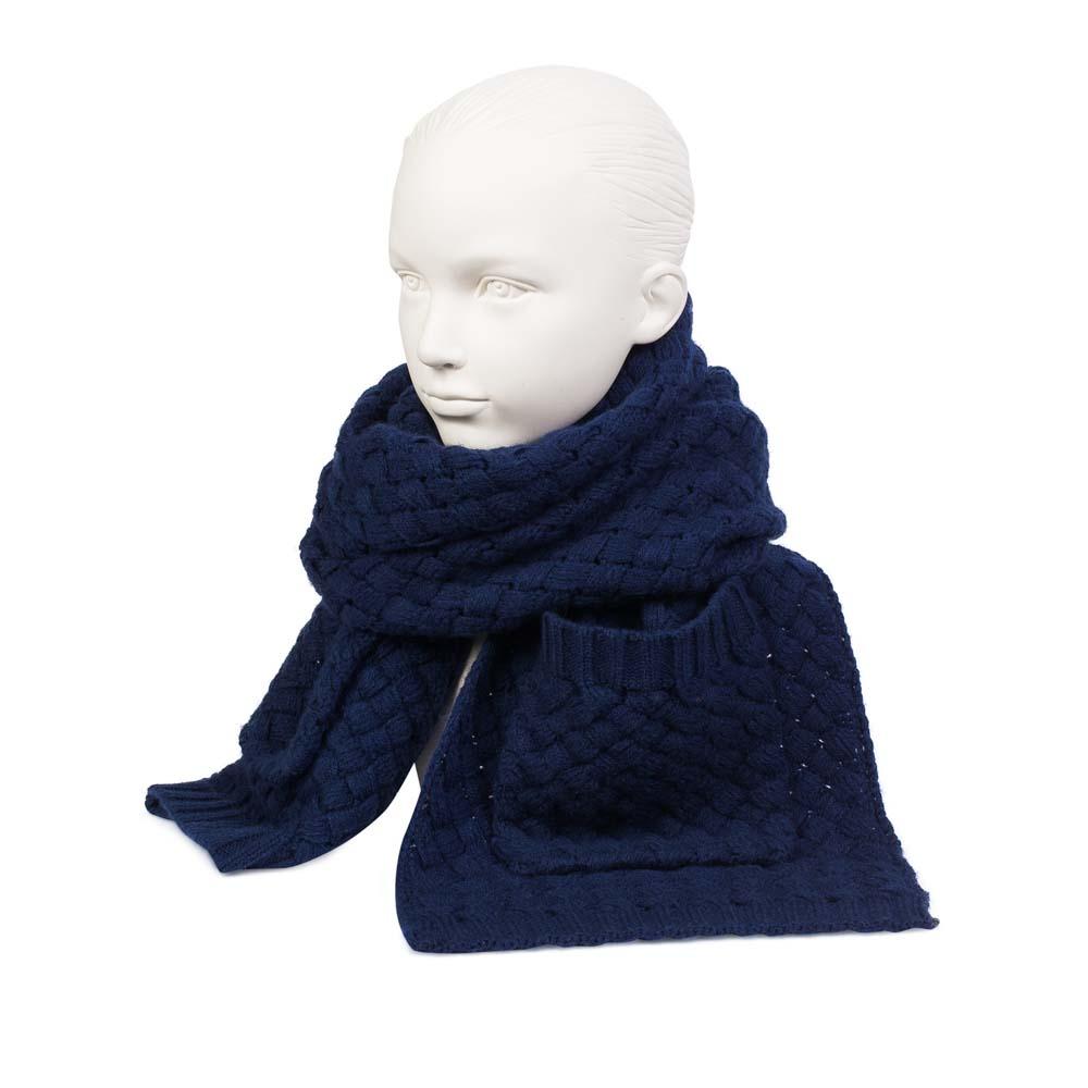Объемный шарф цвета индиго с плетеным узором