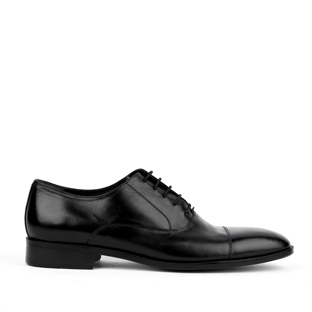 Оксфорды черного цвета из кожиПолуботинки мужские<br><br>Материал верха: Кожа<br>Материал подкладки: Кожа<br>Материал подошвы: Кожа<br>Цвет: Черный<br>Высота каблука: 0 см<br>Дизайн: Италия<br>Страна производства: Китай<br><br>Высота каблука: 0 см<br>Материал верха: Кожа<br>Материал подошвы: Кожа<br>Материал подкладки: Кожа<br>Цвет: Черный<br>Вес кг: 1.00000000<br>Размер обуви: 45