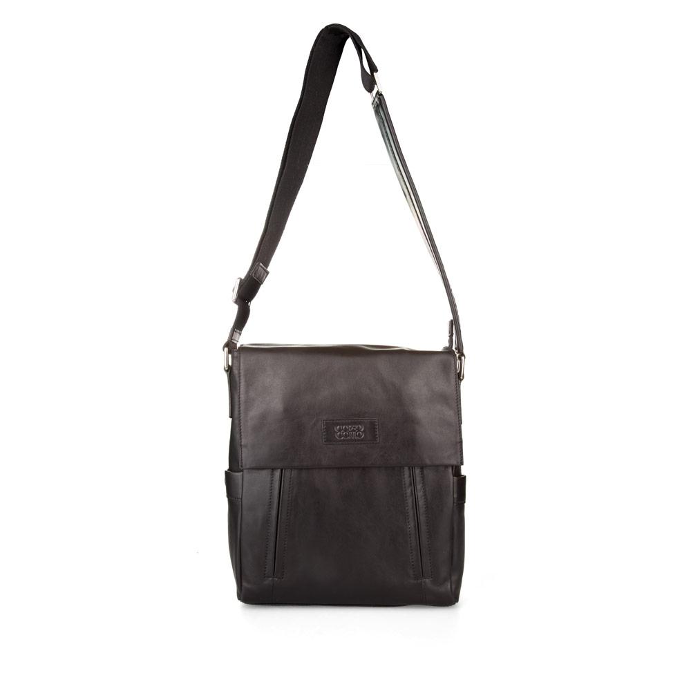 Кожаная сумка черного цвета на длинном ремне