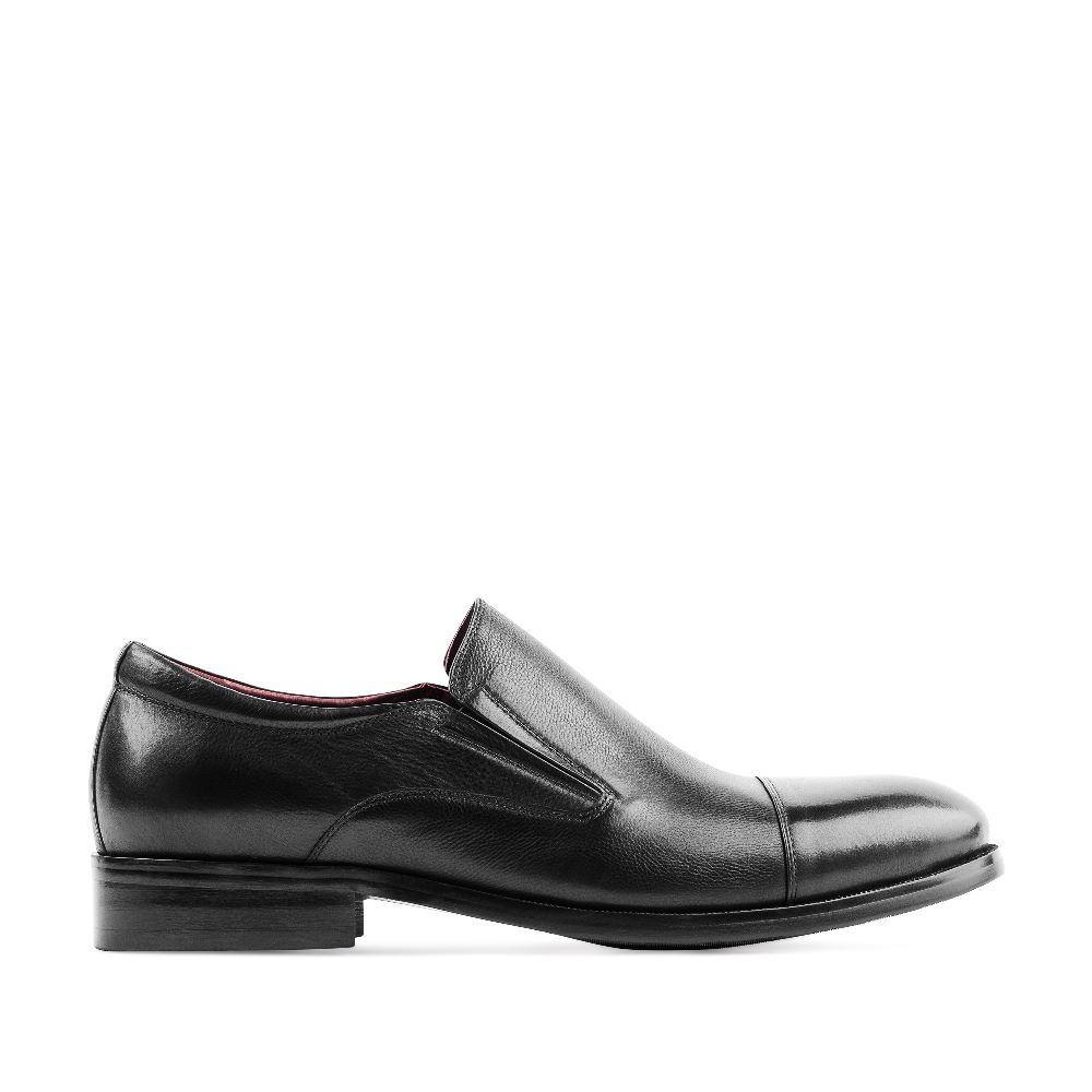 Кожаные ботинки черного цветаБотинки мужские<br><br>Материал верха: Кожа<br>Материал подкладки: Кожа<br>Материал подошвы: Полиуретан<br>Цвет: Черный<br>Высота каблука: 2 см<br>Дизайн: Италия<br>Страна производства: Италия<br><br>Высота каблука: 2 см<br>Материал верха: Кожа<br>Материал подкладки: Кожа<br>Цвет: Черный<br>Пол: Мужской<br>Размер: 39