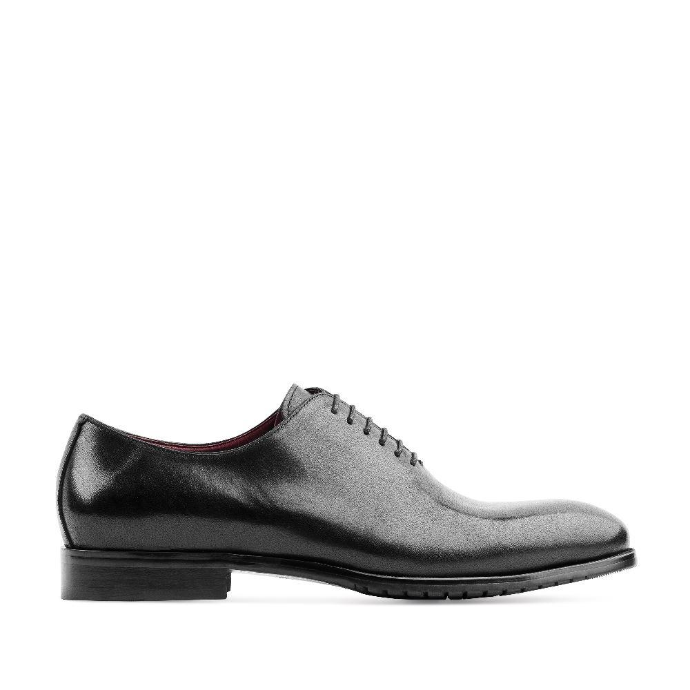 Ботинки кожаные черного цвета на шнуровкеБотинки мужские<br><br>Материал верха: Кожа<br>Материал подкладки: Кожа<br>Материал подошвы: Полиуретан<br>Цвет: Черный<br>Высота каблука: 2 см<br>Дизайн: Италия<br>Страна производства: Италия<br><br>Высота каблука: 2 см<br>Материал верха: Кожа<br>Материал подкладки: Кожа<br>Цвет: Черный<br>Пол: Мужской<br>Размер: 43