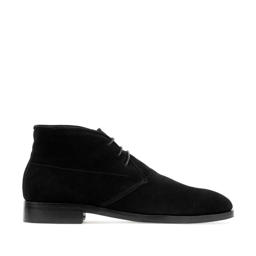 Ботинки-чукка из замши черного цвета на меху