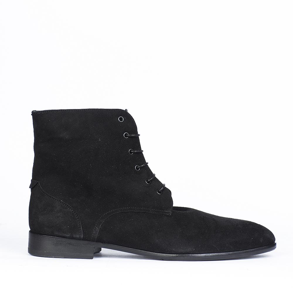 Замшевые ботинки черного цвета с мехом на шнуровке