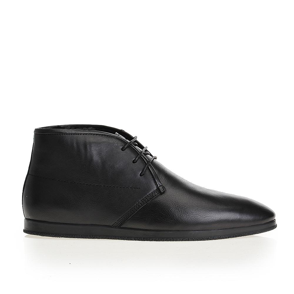 Ботинки-чукка из кожи черного цвета на резиновой подошве