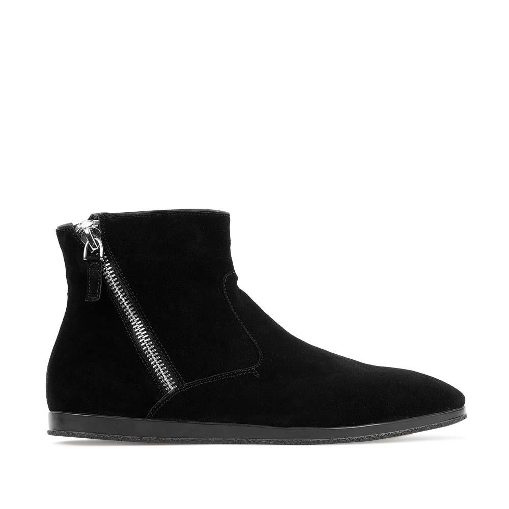 Ботинки из замши черного цвета с асимметричной молнией