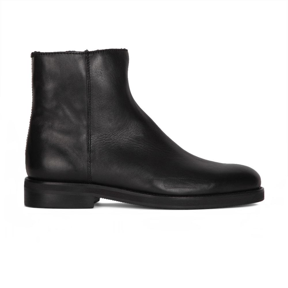 Кожаные ботинки черного цвета с мехом