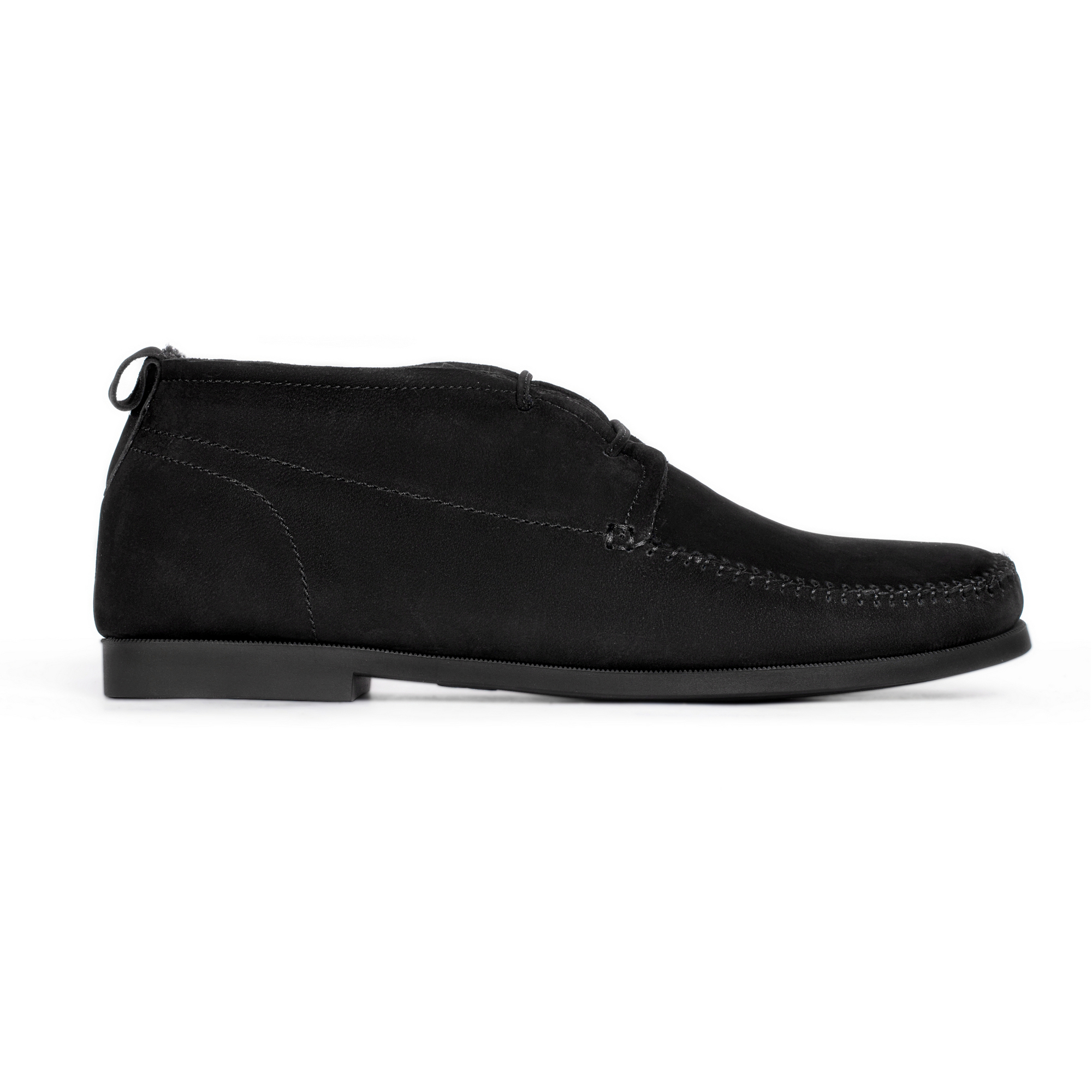 Ботинки из нубука черного цвета на шнуровке