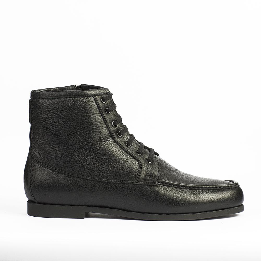 Высокие ботинки из кожи черного цвета с мехом на шнуровке