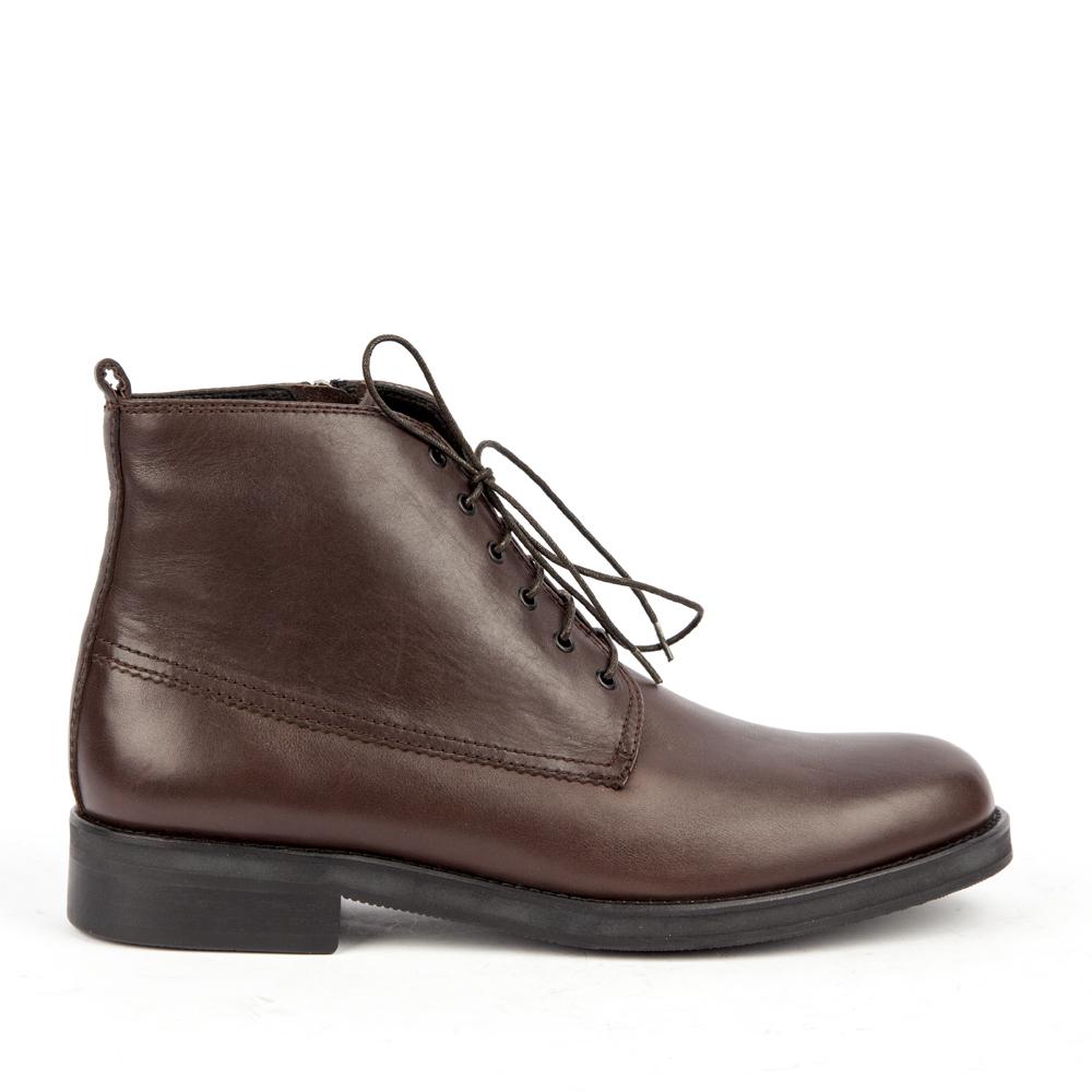 Ботинки кожаные коричневого цветаБотинки<br><br>Материал верха: Кожа<br>Материал подкладки: Кожа<br>Материал подошвы: Полиуретан<br>Высота каблука: 2 см<br>Дизайн: Италия<br>Страна производства: КИТАЙ<br><br>Высота каблука: 2 см<br>Материал верха: Кожа<br>Материал подошвы: Полиуретан<br>Материал подкладки: Кожа<br>Цвет: Коричневый<br>Пол: Мужской<br>Вес кг: 570.00000000<br>Размер обуви: 41