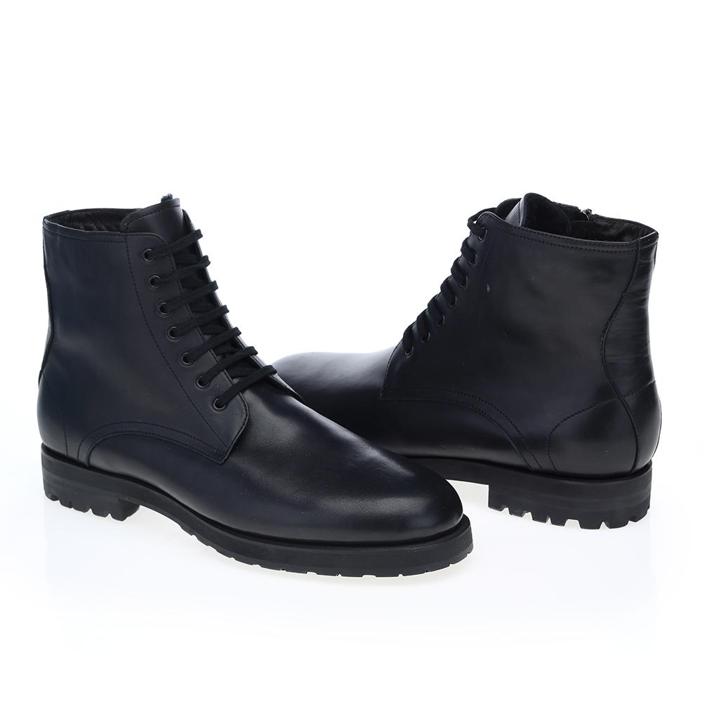 Кожаные ботинки черного цвета с мехом на протекторной подошве