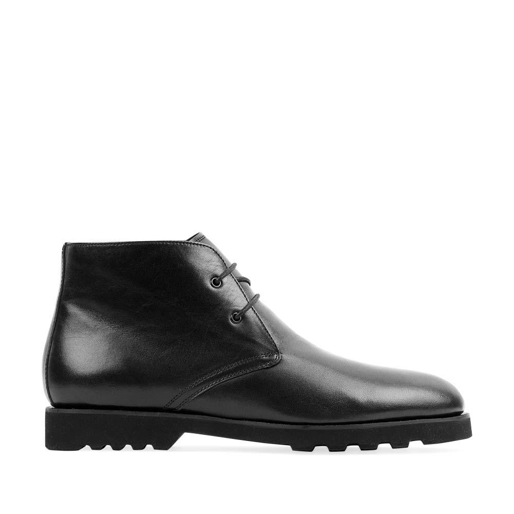 Ботинки-чукка из кожи черного цвета на протекторной подошве