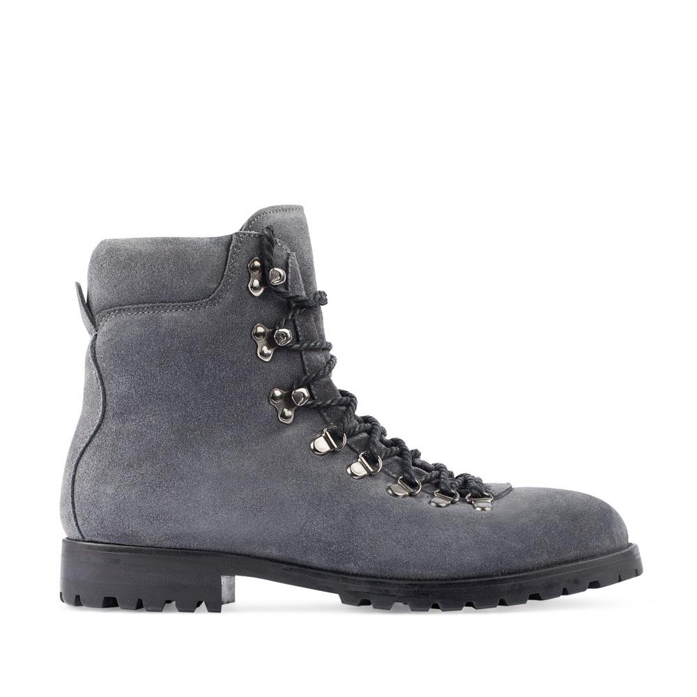 Высокие ботинки из замши серого цвета на протекторной подошве