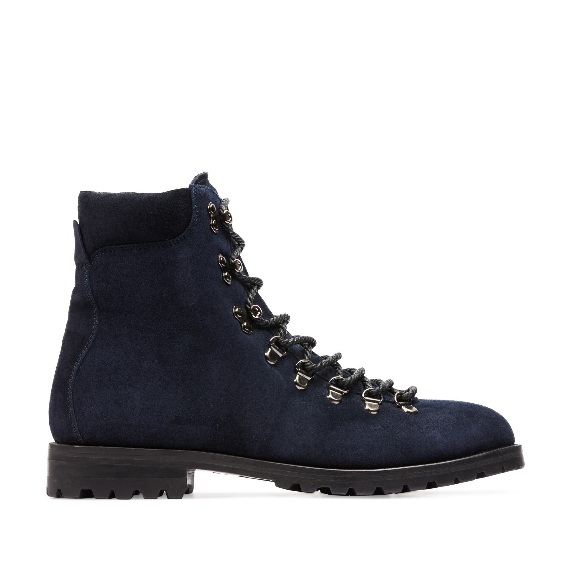 Высокие ботинки из замши темно-синего цвета на протекторной подошве