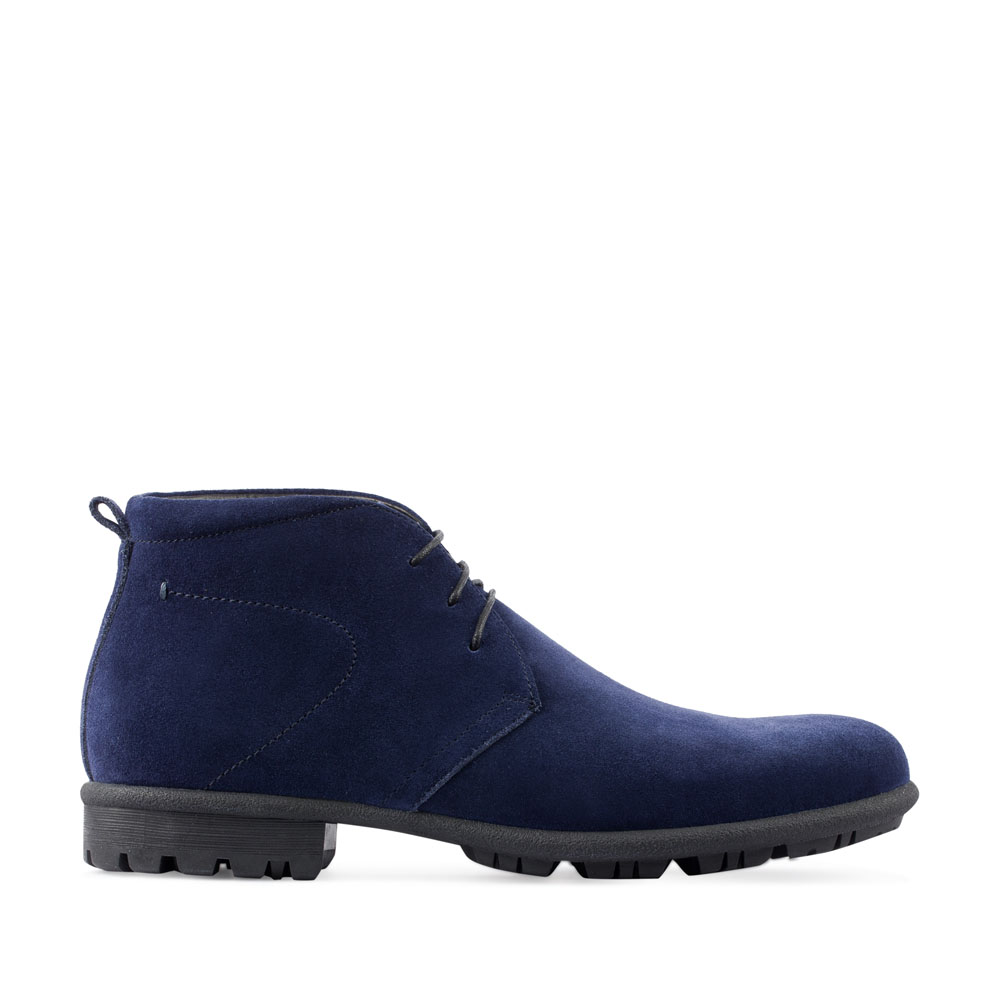 Замшевые ботинки-чукка цвета индиго на массивной подошве