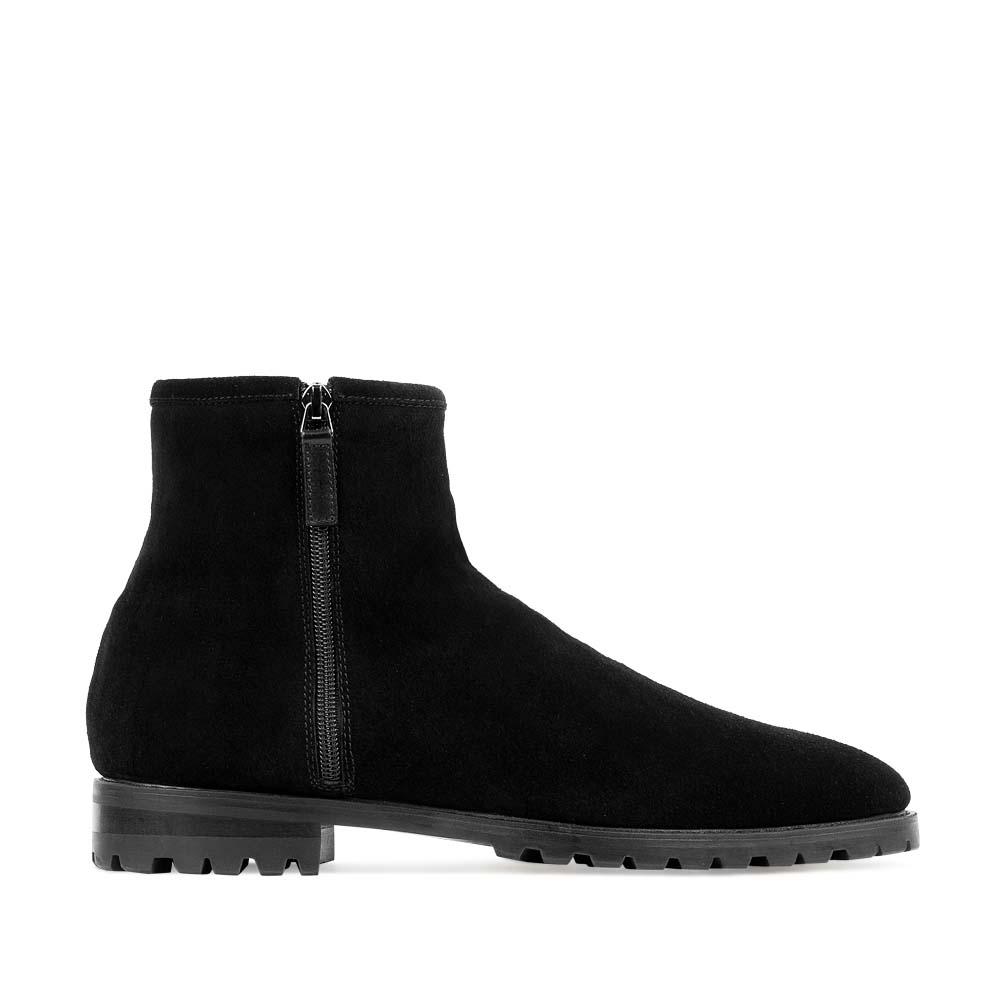 Высокие ботинки из замши черного цвета с боковыми молниями