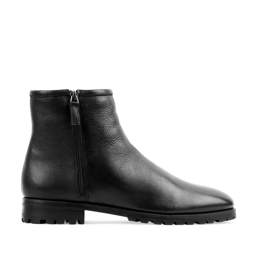 Высокие ботинки из кожи черного цвета на меху с боковыми молниями