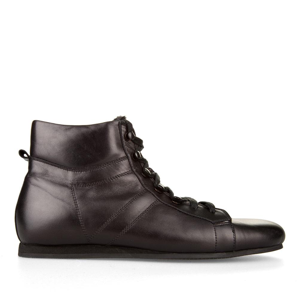 Кожаные ботинки спортивного кроя черного цвета с мехом