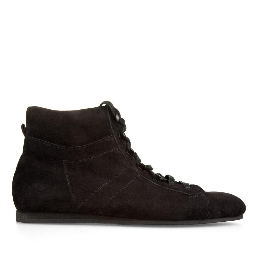 Замшевые ботинки спортивного кроя черного цвета с мехом
