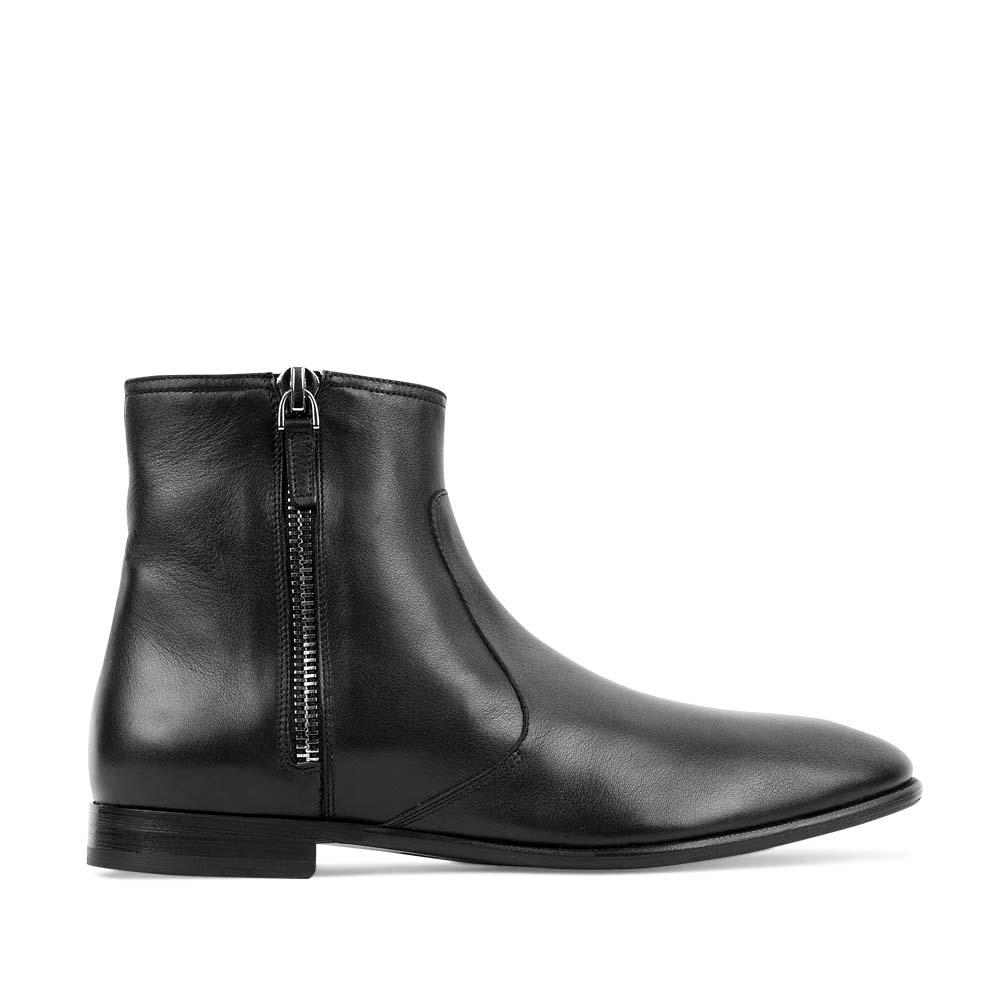 Высокие ботинки из кожи черного цвета с боковыми молниями