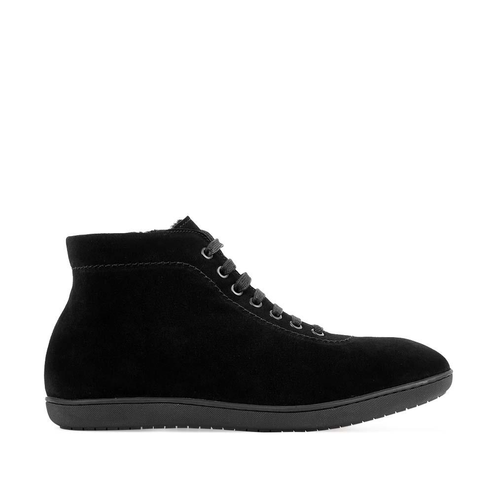 Замшевые ботинки черного цвета с мехом